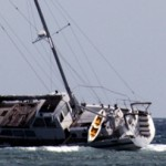 Havarie einer Yacht auf dem Außenriff von Gili Air