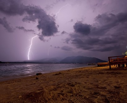 Gewitter in Lombok von Gili Air aus fotografiert (c)M. Beanland